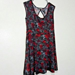 Hot Topic Red & Black Roses on Keyhole Shirt/Dress